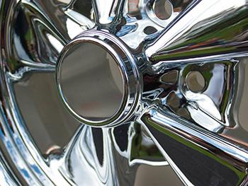 ochrana na kovy také ochrání chromované předměty