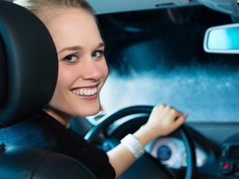 jízdna v noci za deště je s tekutými stěrači bezpečnější