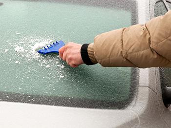 nano stěrače usnadní škrábání námrazy i zmrzlého sněhu ze skla automobilu